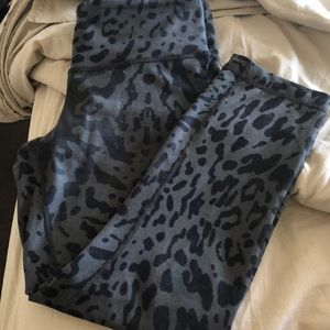 Lululemon crops size 6. Pre worn. Some lint/piling